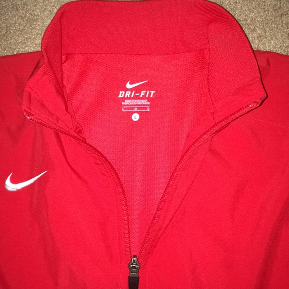 ac352523e0b8 EUC NIKE Red Dri-Fit Full-Zip Windrunner Jacket. M 5bd949fff63eea3f467e2881